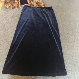 Black velvet Gap skirt washable